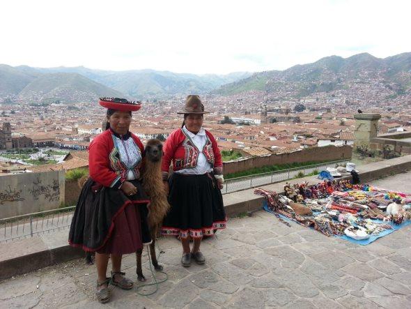 lama et indigènes à cusco