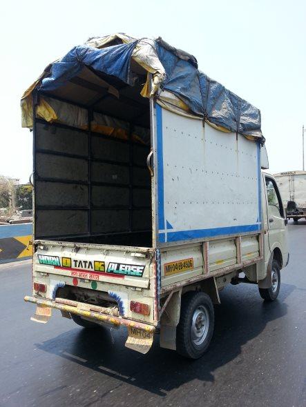 """camion en inde """"horn ok please"""""""