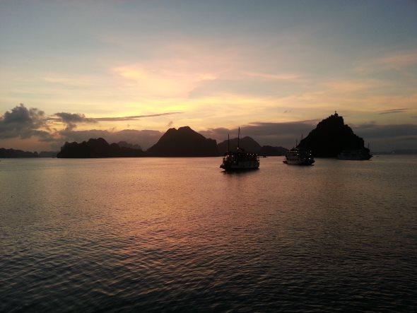 couché de soleil halong bay